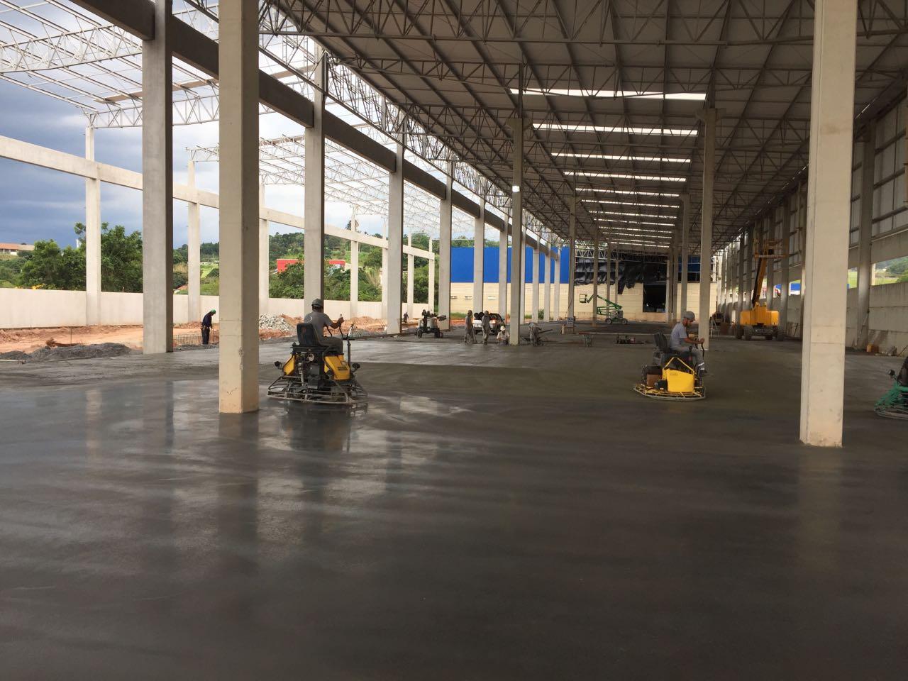 Acabamento do Piso Industrial com Macrofibra FF54 PRO
